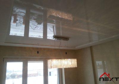 Sufit napinany białe lustro
