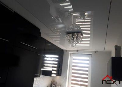 Sufit napinany białe lustro z kilkoma rogami- asymetryczny
